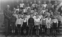 1937 Klasse 2 mit Lehrer