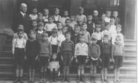 1937 Klasse 4 mit Lehrer Herr Stahlhacke