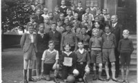 1938 Klasse 8 mit Klassenlehrerin