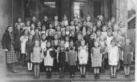 1949 Klasse 3b mit Lehrerin