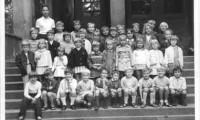 1971 Klasse 1 mit Lehrerin