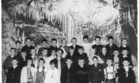 ca 1965 Dechenhoehle mit Lehrerin Luczak